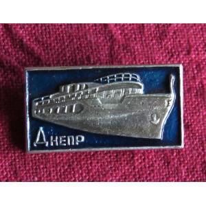 ドニエプル川のクルーズ船 ピンバッジ